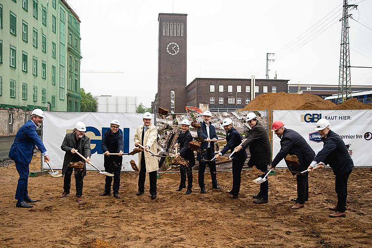 Ground-breaking ceremony for the three hotels at Düsseldorf Central Station by Düsseldorf based architect firm greeen! architects