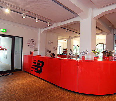Office for the headquarters of New Balance in Germany, designed by the Düsseldorf-based architects greeen! architects